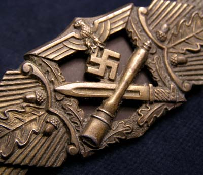 Close Combat Clasp | Bronze
